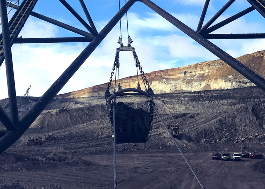 The Black Thunder Mine is one of the largest single coal mining complexes in the world and the first coal mine in the world to ship 1 billion tons.